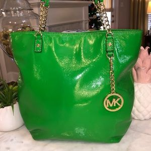 Michael Kors Jet Set green patent leather Tote 😎
